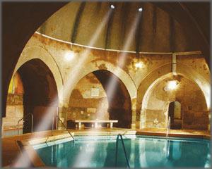 foto terme di budapest bagno termale rudas