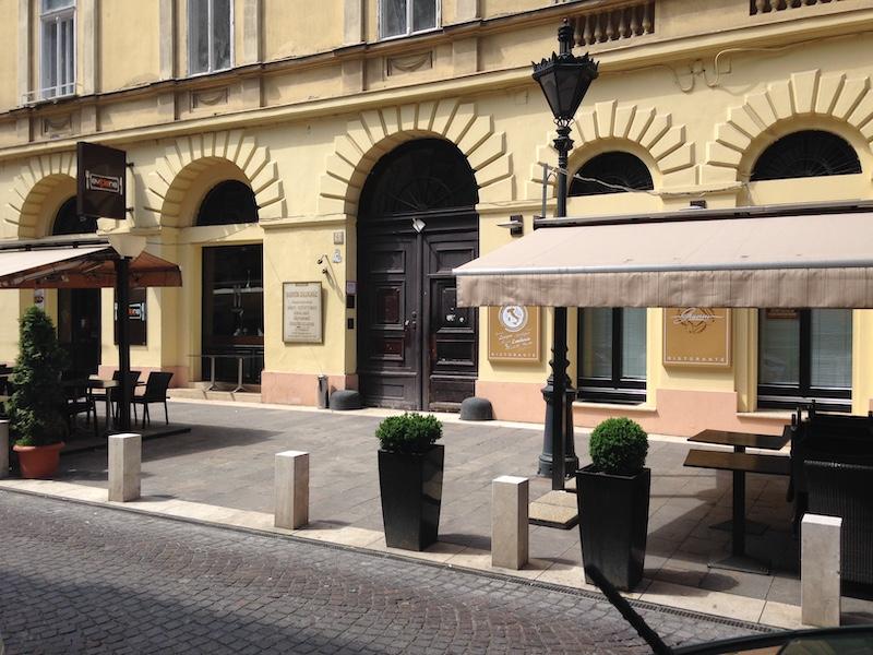 Appartamento revay gold in zona pest nel 6 distretto di for Soggiorno budapest